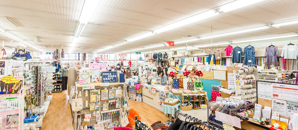 コンパクトにまとまった店内は、商品が探しやすく、お買い回りに便利です。